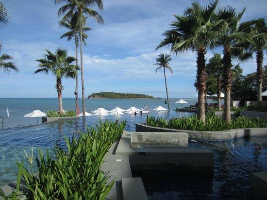 نورا بورى ريزورت آند سبا: The front swimming pool 