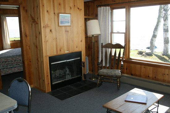 Little Marais Lakeside Cabins: Have a cozy fire while watching the lake...