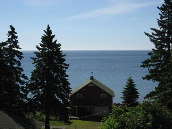 Little Marais Lakeside Cabins: The view from Elsie's deck