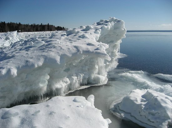 Little Marais Lakeside Cabins: Winter on Superior is a magical time!