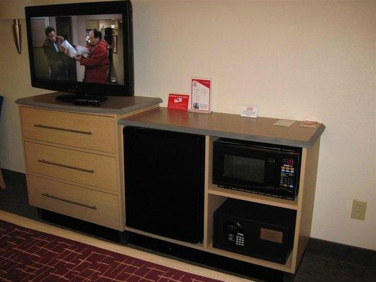 Red Roof Inn Florence - Civic Center: TV fridge microwave in dresser