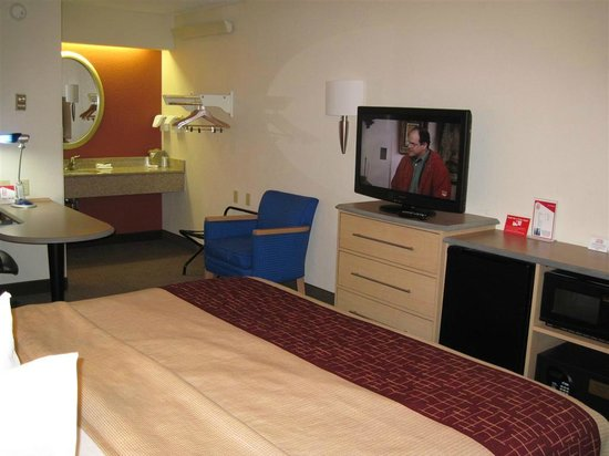 Red Roof Inn Florence - Civic Center: View of room from the front