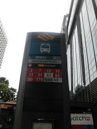 Grand Pacific Hotel: Bus stop in front