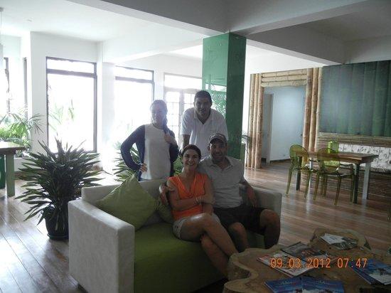 Cocoon Hotel: Con parte del Personal