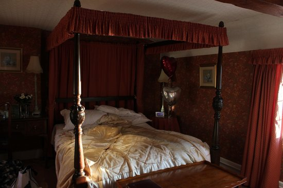 Wilton Court Hotel: Lovely Bed