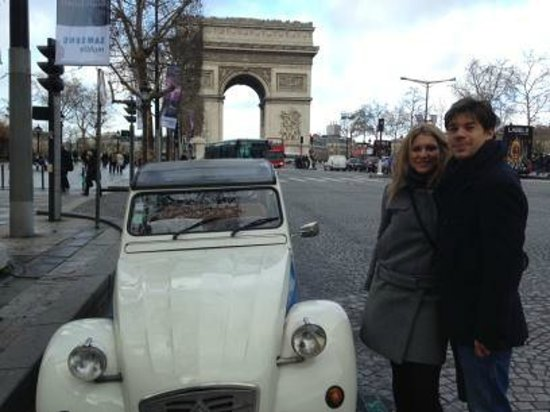 1dayinparis.com Private Tours : Citroen 2CV with Arc de Triomphe