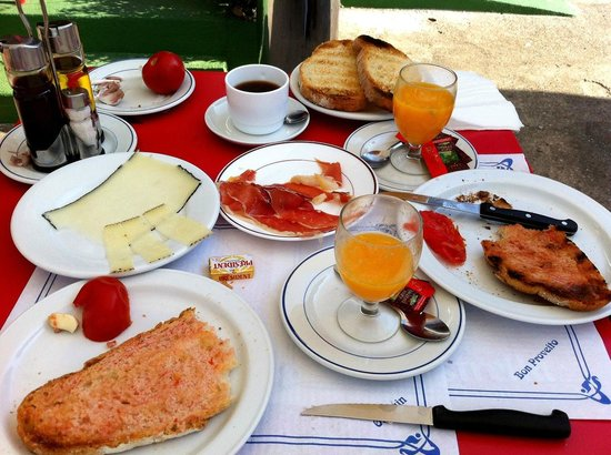 Hotel Les Roques: Breakfast