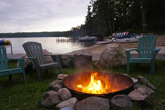 White Eagle Resort on Lake Vermilion: Lakeside Campfires