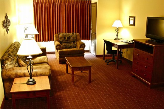 AmericInn Hotel & Suites Fargo South — 45th Street: Extended Stay Living Room