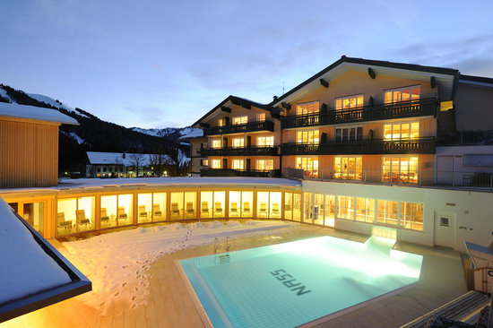 HUBERTUS Alpin Lodge&Spa: Hubertus mit Außenpool