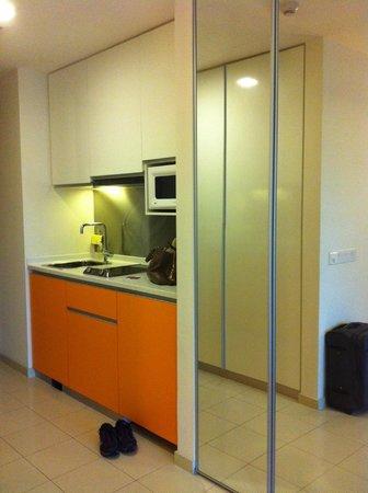 Citadines Mount Sophia Singapore: mini kitchen