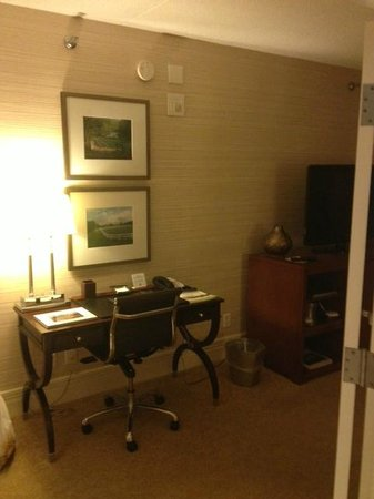 Hilton Lexington Downtown: Desk