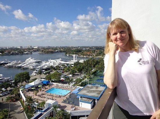 Bahia Mar Fort Lauderdale Beach - a Doubletree by Hilton Hotel: wife on the other end of the balcony