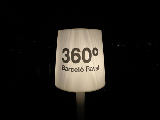 Barcelo Raval: 360 roof terrace - great views all over the Barca