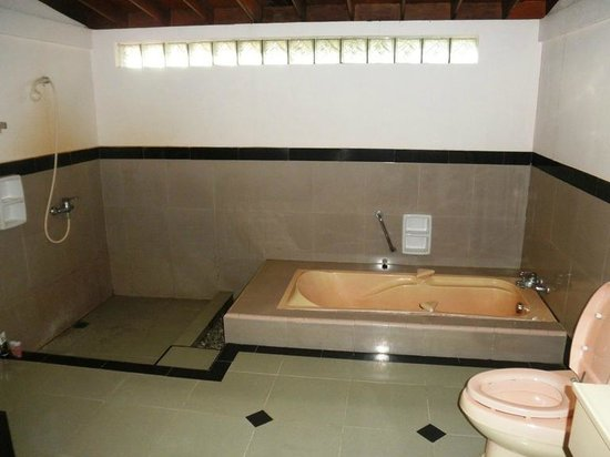Parai Beach Resort & Spa: bathroom