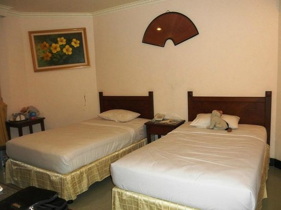 Parai Beach Resort & Spa: Twin bed room