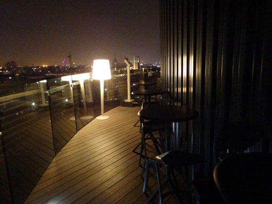 Barcelo Raval: roof top terrace with bar stuls or beach type chairs
