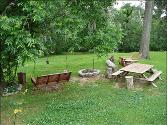 Shadetree Inn : All guests have access to the campfire area overlooking the dale.