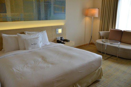DoubleTree by Hilton Kuala Lumpur: Bed