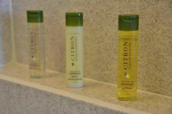 DoubleTree by Hilton Hotel Kuala Lumpur: Shower amenities