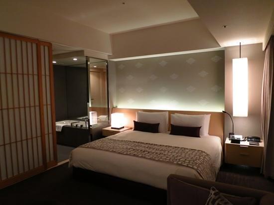 เดอะ แคพปิตอล โฮเต็ล โตเกียว: Club room