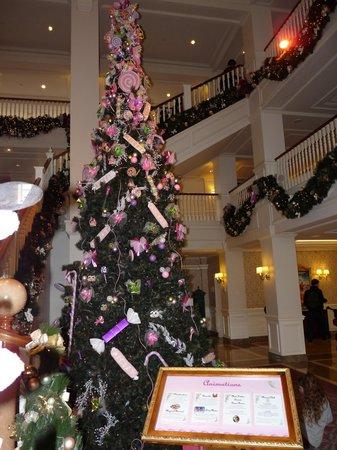 โรงแรมดิสนีย์แลนด์: sapin en bonbons