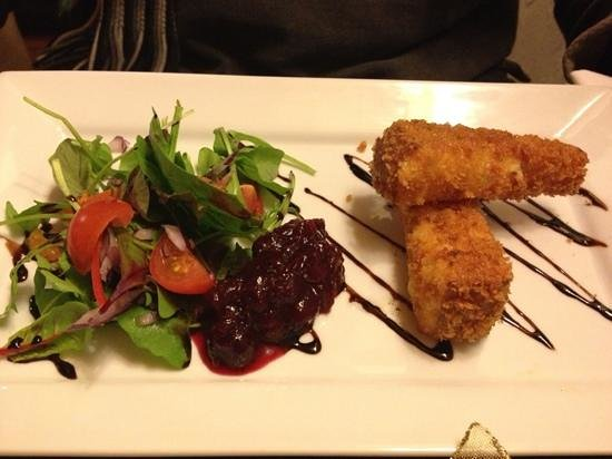 Stackpole Inn: Lovely deep-fried smoked cheese starter