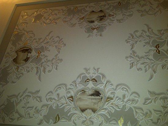 Rixos Pera Istanbul: Room ceiling