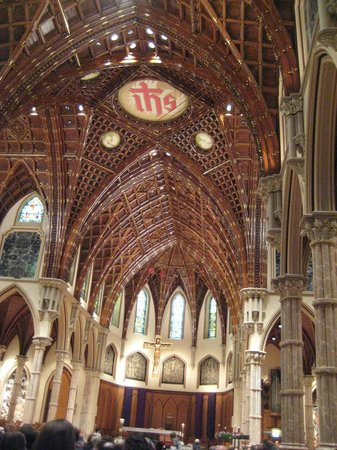 Holy Name Cathedral: Gothic arch ceiling