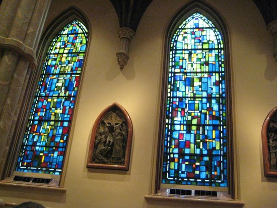 Holy Name Cathedral: Beautiful stained glass windows