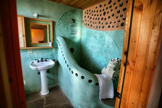 Earthship Biotecture: Full Luxury Bathroom.