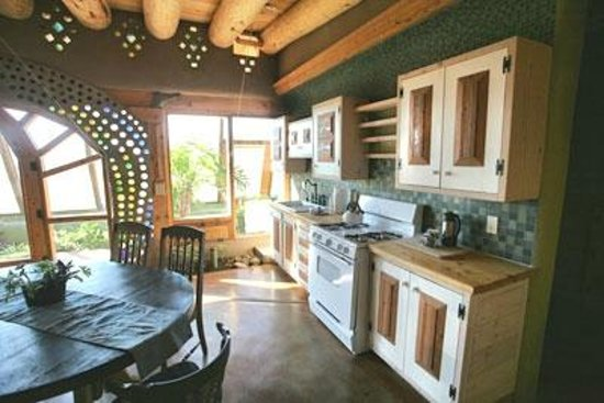 ‪‪Earthship Biotecture‬: Full Kitchen.‬