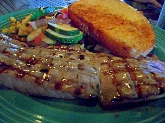 Grills Riverside Seafood Deck & Tiki Bar: Grilled mahi mahi fish