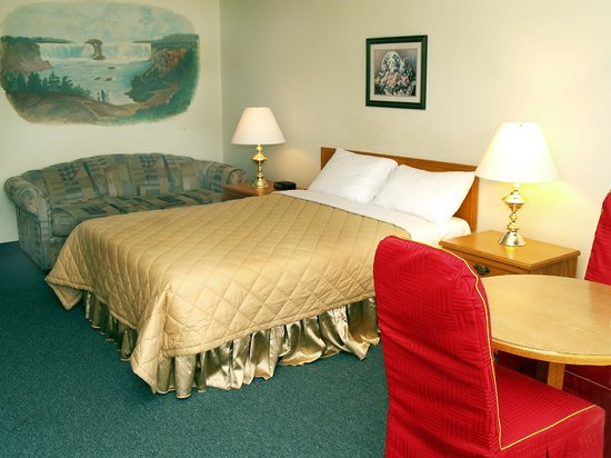 7 Days Inn Niagara Falls: This non-smoking room has 1 queen bed for up to 2 persons, complete with 4 pc bath, cable televi