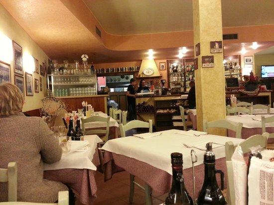 Paolo Pizzeria con Cucina: Sala