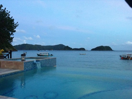 Blue Waters Inn: View of the infinity pool overlooking the bay from terrace