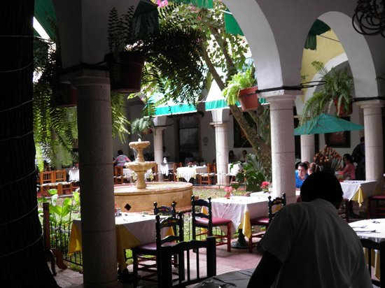 El Meson del Marques: The dining area is beautiful