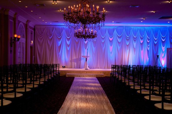 Cafe La Cave: Ceremony in large ballroom