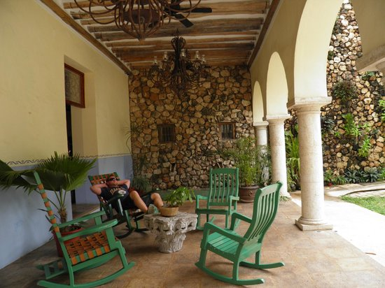 El Meson del Marques: Sitting area outside of the reception area