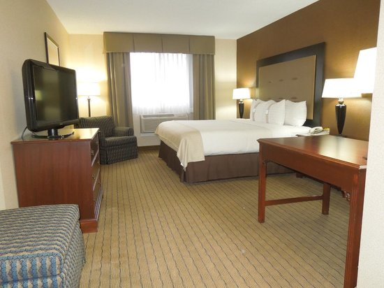 Carol Stream, IL: New look of our King Bed Room