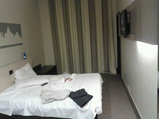 B&B Hotel Roma Trastevere : Quarto grande e limpo.