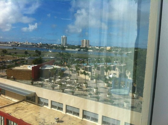 Sheraton Puerto Rico Hotel & Casino: View of the Pool and Old San Juan in the distance