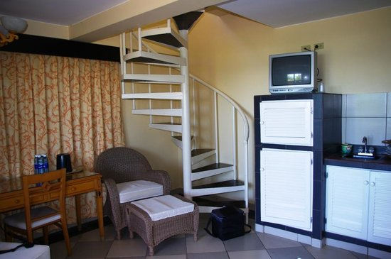 Hotel Las Olas Beach Resort: Living room