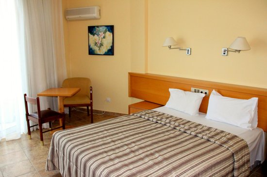 Flamingo Beach Hotel: Room 301