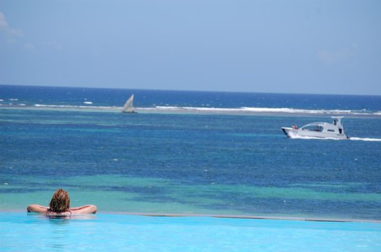 Baobab Beach Resort & Spa: Infinity pool at Kole Kole