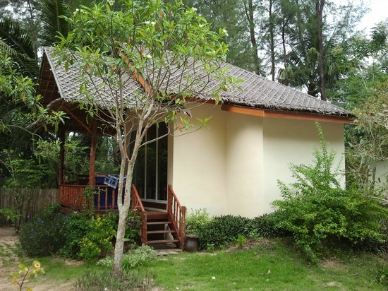 Hapla Beach Cottage: One of the six bungalows
