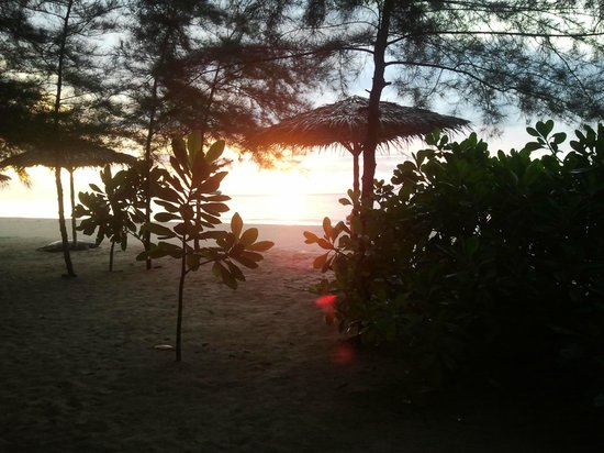 Hapla Beach Cottage: Sunset every evening at the beach