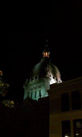 มินนิอาโปลิส, มินนิโซตา: Dome at night