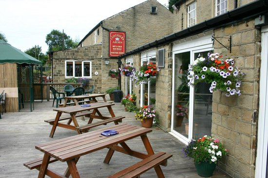 The Clothiers Arms: Decking Area