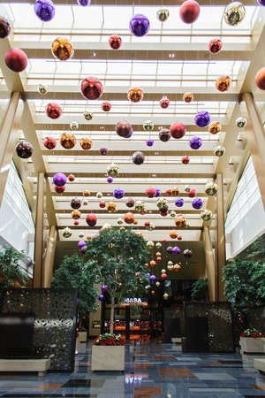 Aria Hotel & Casino: Aria lobby at Christmas